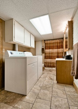 Lower level bath and laundry room